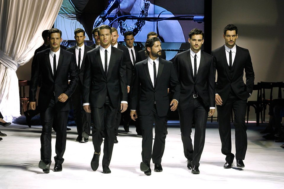 Black suits are for glamour, not business