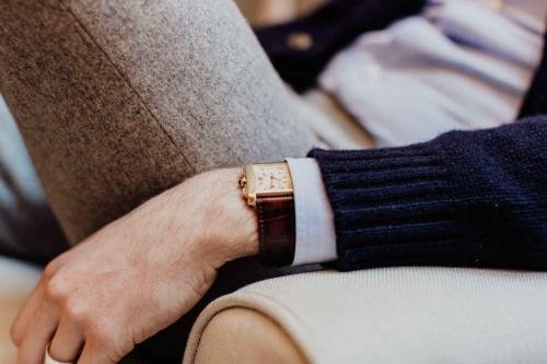 how to dress cartier tank watch