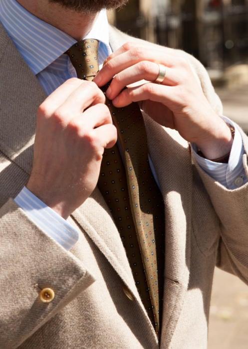 tying a drakes tie