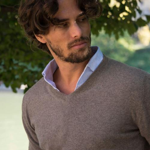nocciola_light_brown_luxury_pure_cariaggi_cashmere_v_neck_jumper_made_in_italy_by_luca_faloni_5_1024x1024