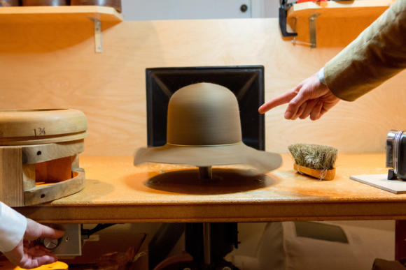 leon-drexler-hat-spinning