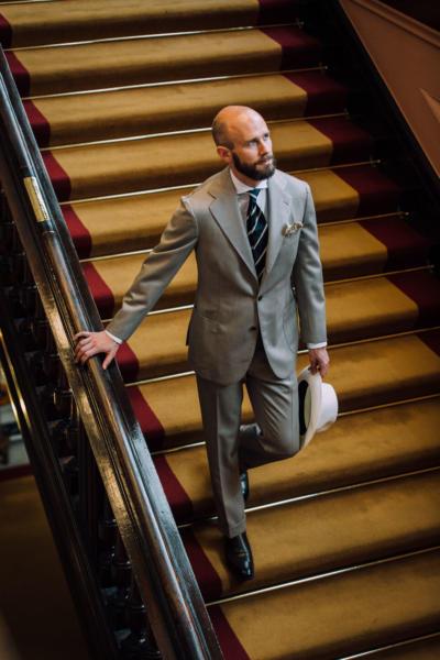 Cavalry-twill suit, club tie, in club